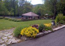 chateauneuf-les-bains-auvergne-location-chambre-hote-romantique-jardin-63