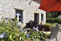 gite-clairiere-gouttieres-auvergne-reservation-location-63-puy-de-dome-combrailles
